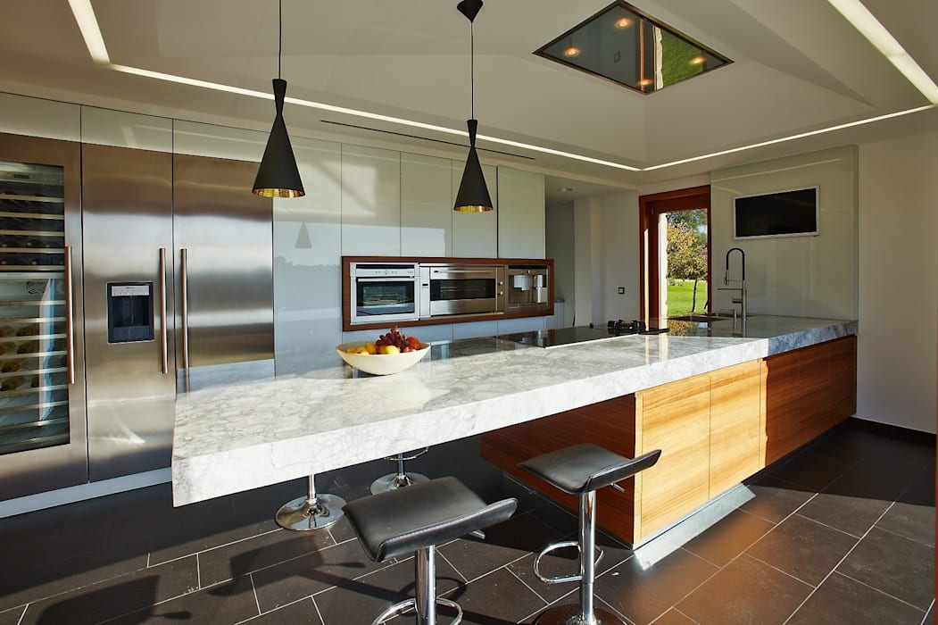 Kitchen by HUGA ARQUITECTOS