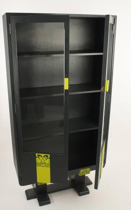 Upcycled vintage bookcase de Narcissus Road Furniture Design Ecléctico