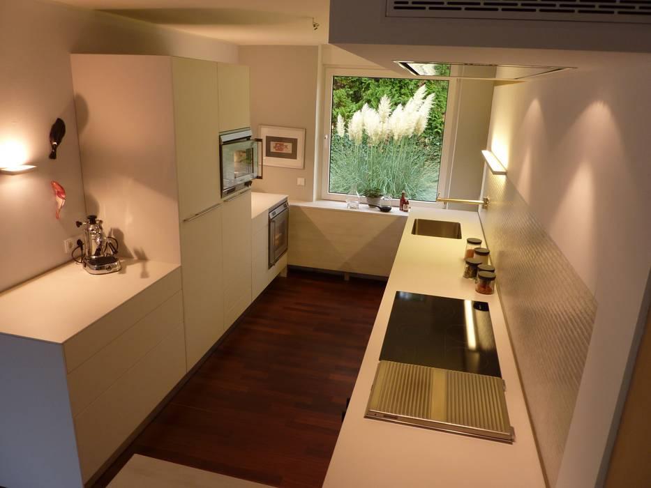 Küche, klein und fein: moderne Küche von neue innenarchitektur