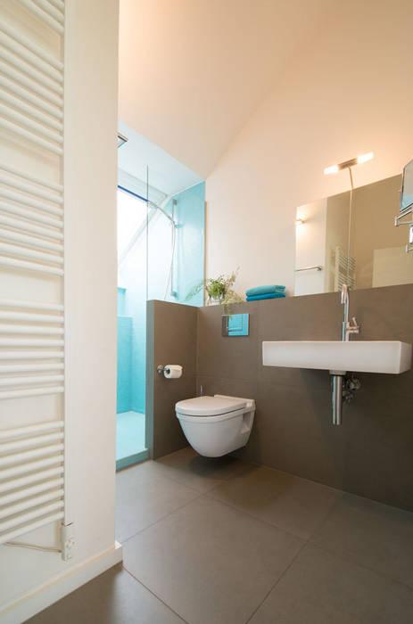 Badezimmer: moderne Badezimmer von Luna Homestaging