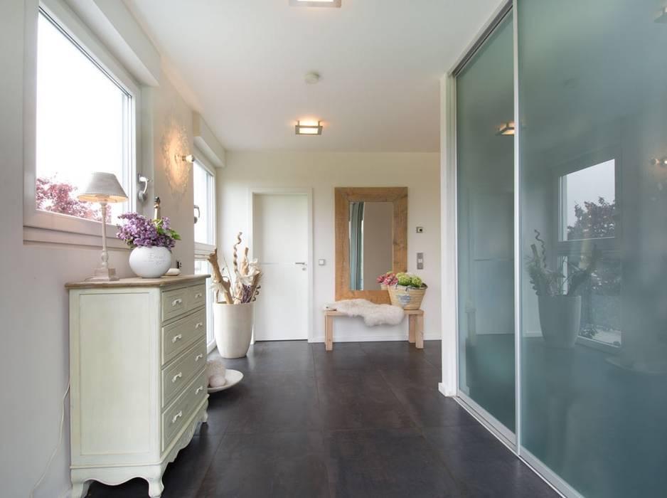 Flur Luna Homestaging Moderner Flur, Diele & Treppenhaus