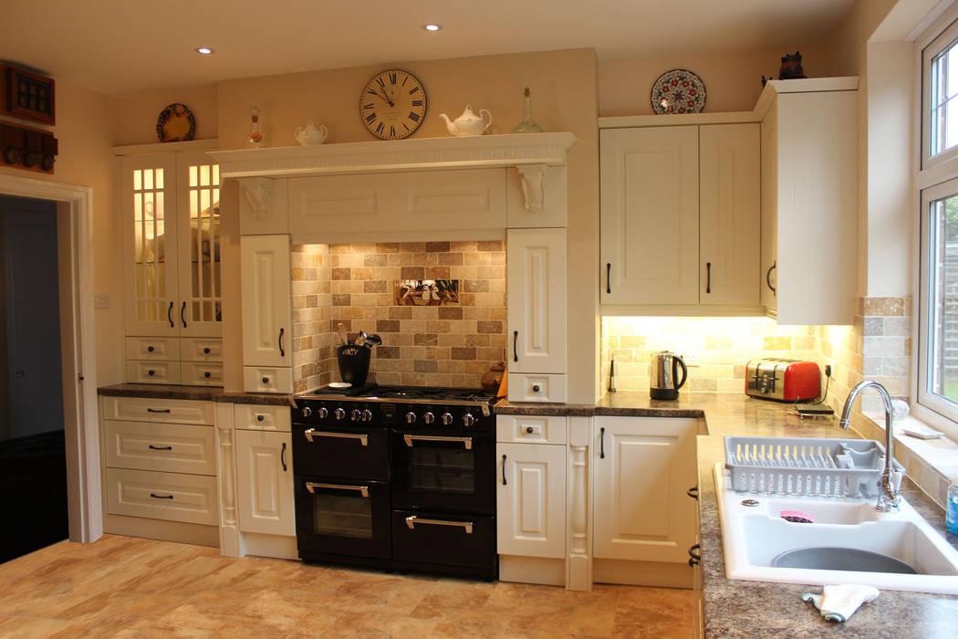 French cut cream Classic style kitchen by Hallmark Kitchen Designs Classic