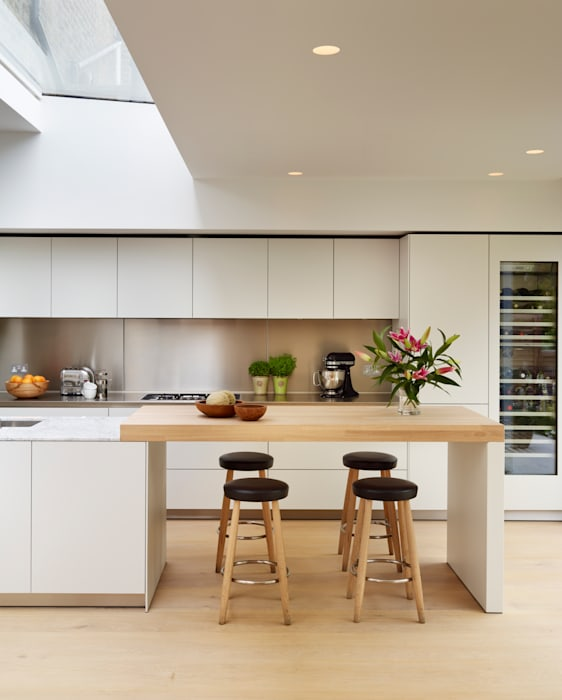 Pure elegance Modern kitchen by Kitchen Architecture Modern