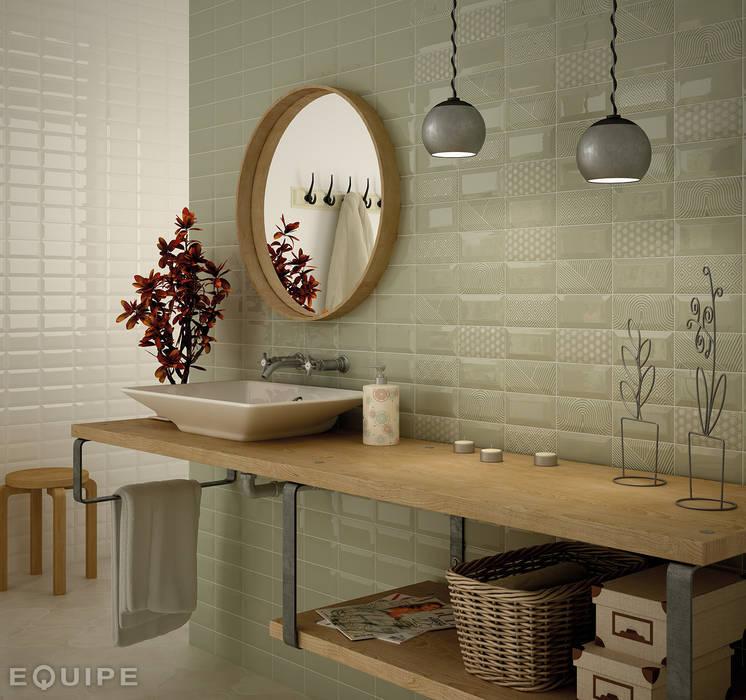 Metro Cream, Olive, Deco Paradise Olive 7,5x15: Baños de estilo moderno de Equipe Ceramicas