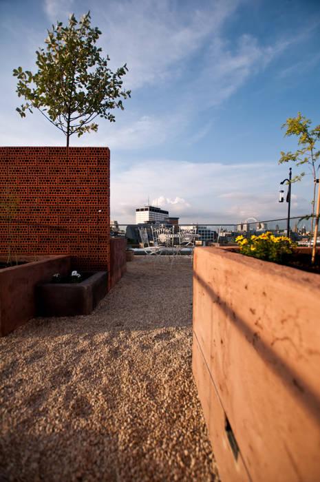 Terrazas de estilo  por Urban Roof Gardens,