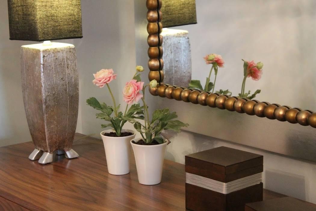 Detalle mueble aparador de comedor Comedores de estilo moderno de Ámbar Muebles Moderno