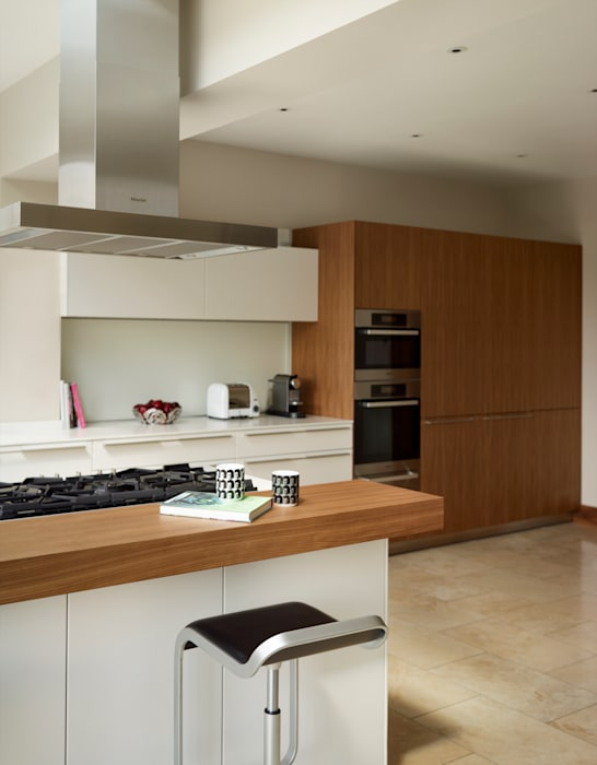 Contemporary townhouse Modern kitchen by Kitchen Architecture Modern