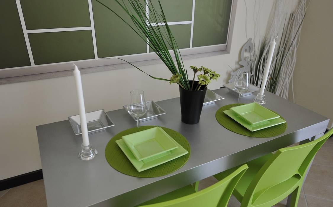 zona cucina Sala da pranzo moderna di Gabriella Sala Design Moderno
