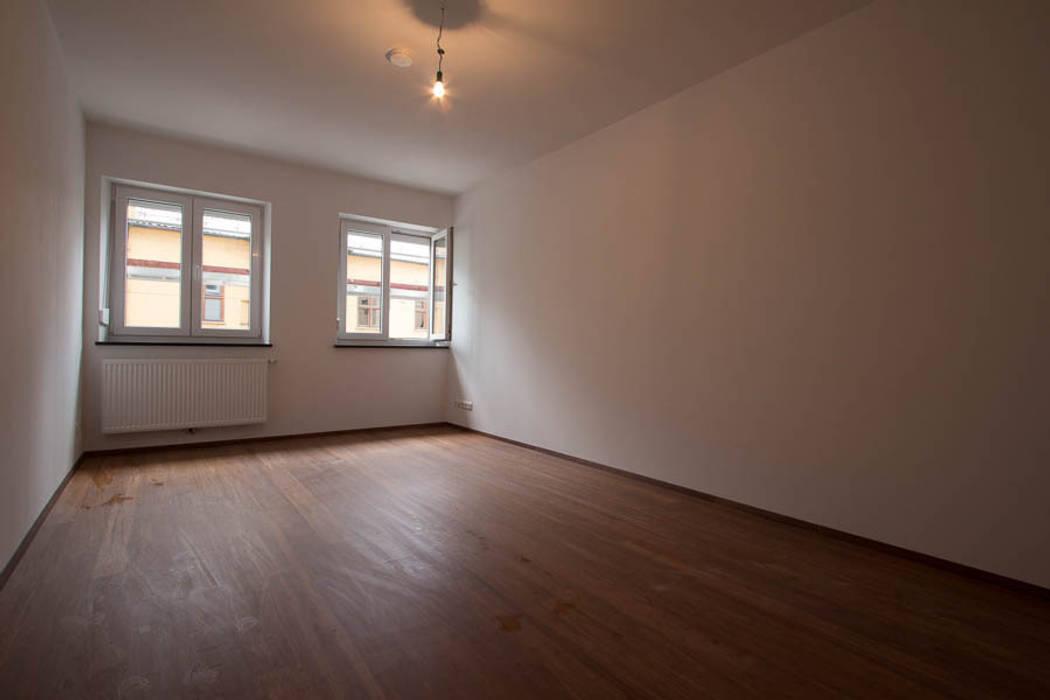 Wohnzimmer ohne Home Staging Moderne Wohnzimmer von Münchner HOME STAGING Agentur Modern