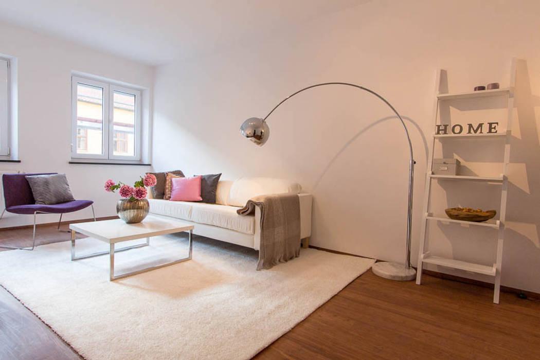Wohnzimmer mit Home Staging:  Wohnzimmer von Münchner HOME STAGING Agentur
