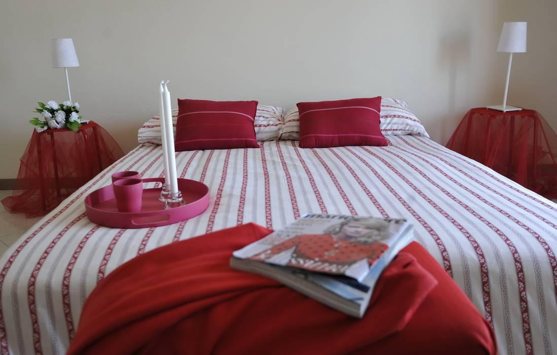 camera letto: Camera da letto in stile in stile Moderno di Gabriella Sala   Home Staging & Relooking Specialist