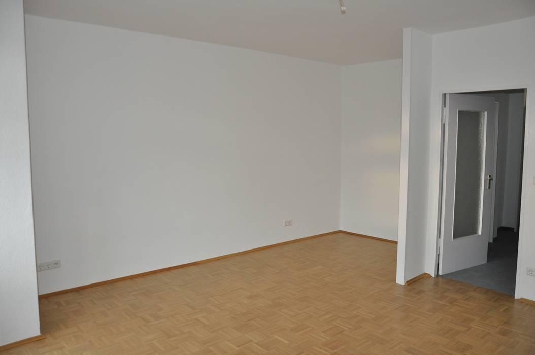 Leerer Wohn-und Essbereich: moderne Wohnzimmer von Optimmo Home Staging
