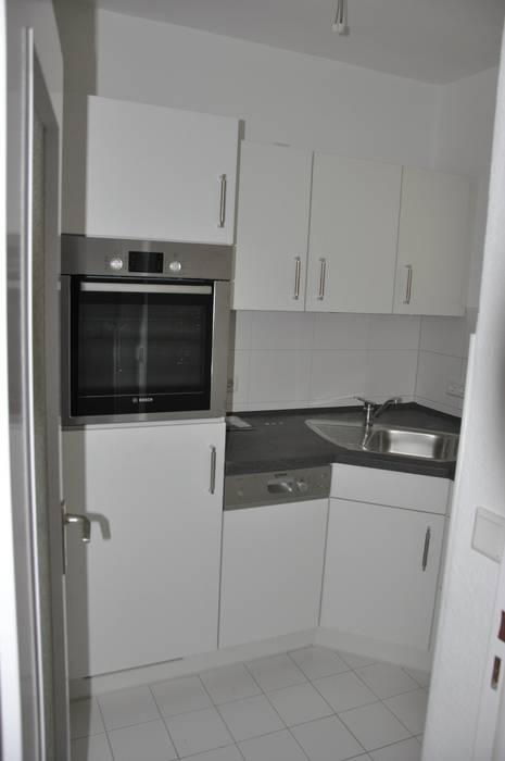 Renovierte Küche vor dem Home Staging Moderne Wohnzimmer von Optimmo Home Staging Modern