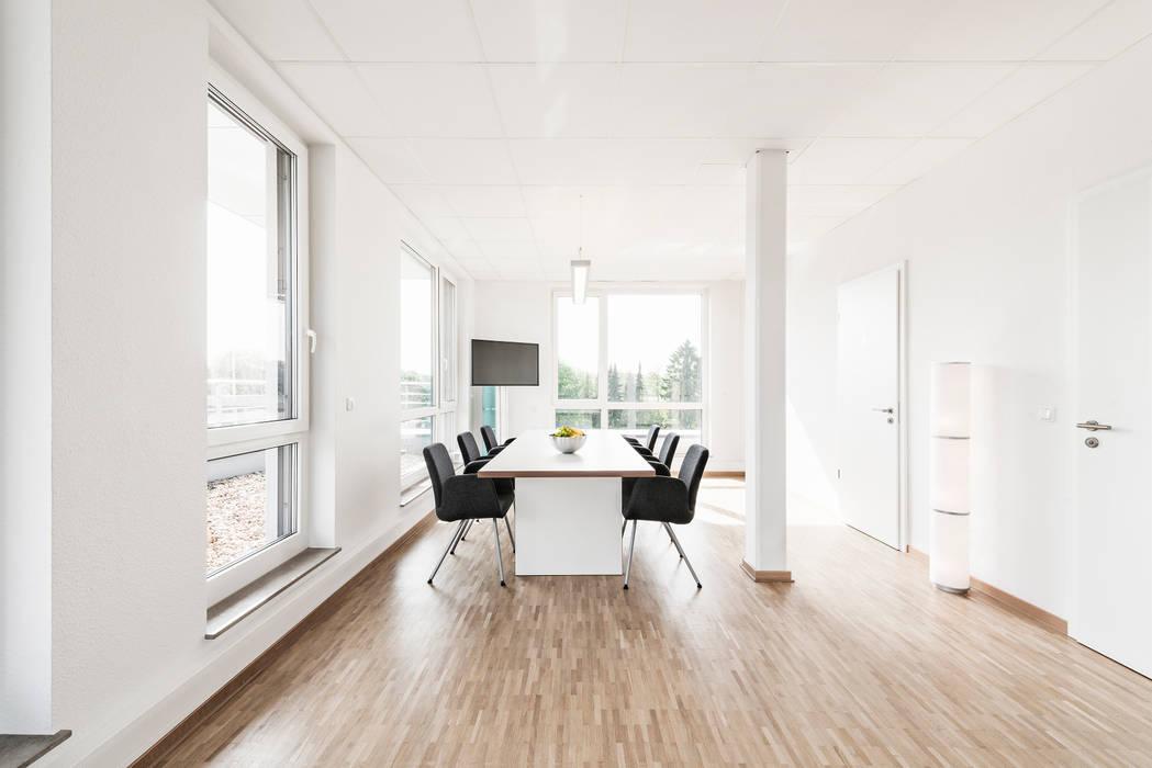 Ansicht Meeting-Raum Moderne Bürogebäude von Hellmers P2 | Architektur & Projekte Modern
