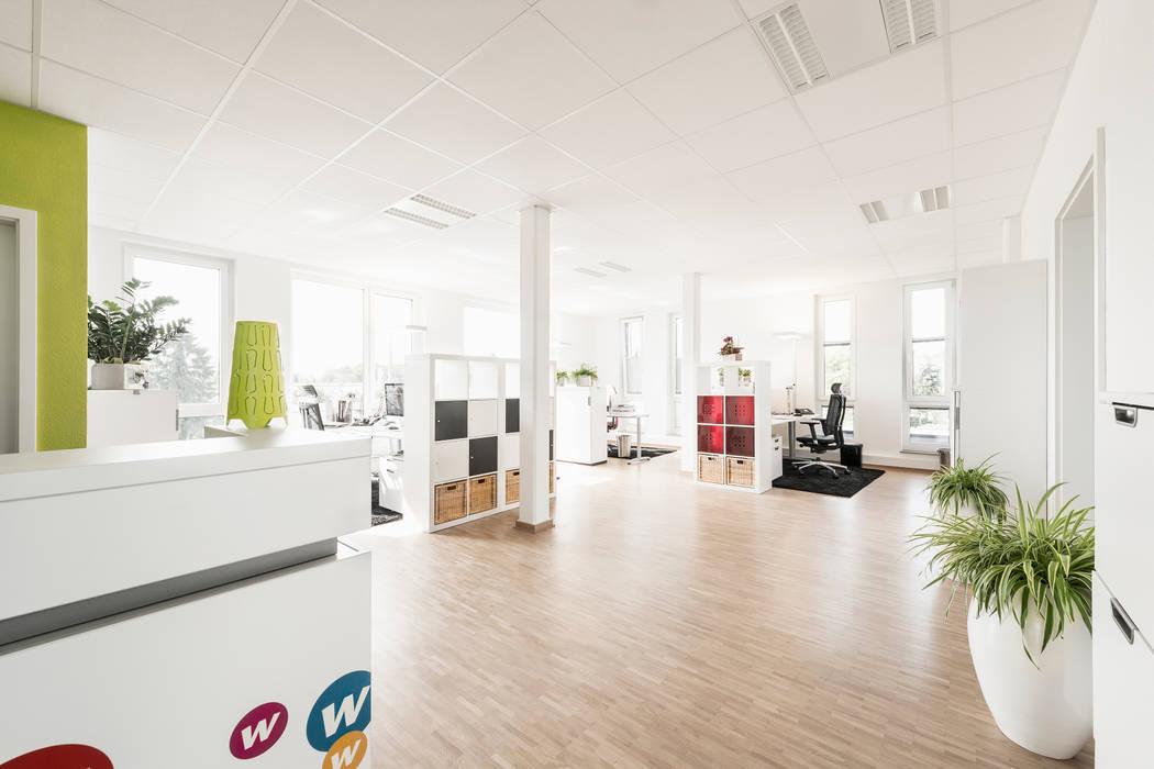 Ansicht Großraumbüro Moderne Bürogebäude von Hellmers P2 | Architektur & Projekte Modern