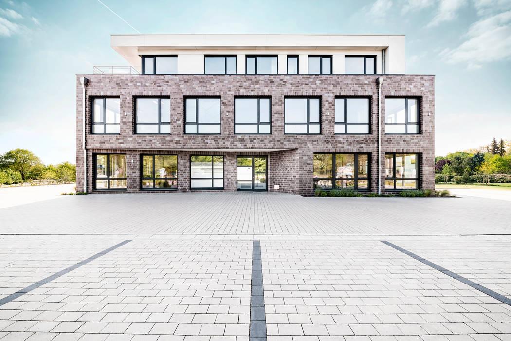 Hunte Kontor Wildeshausen, Ansicht Straße Moderne Bürogebäude von Hellmers P2 | Architektur & Projekte Modern
