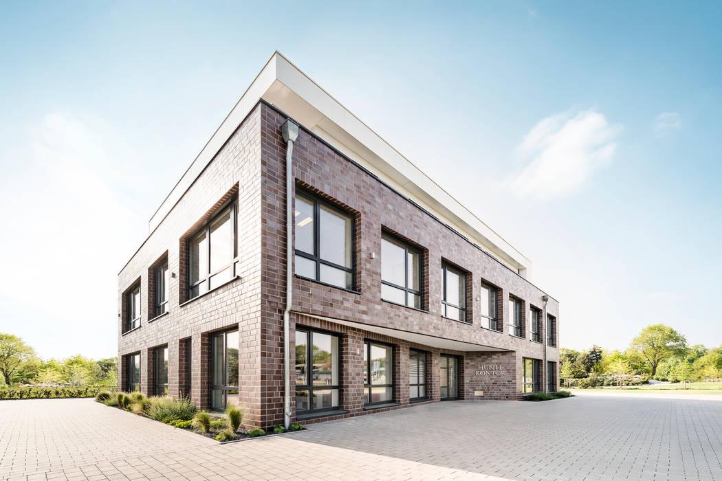 Ansicht Eingangsbereich Moderne Bürogebäude von Hellmers P2 | Architektur & Projekte Modern