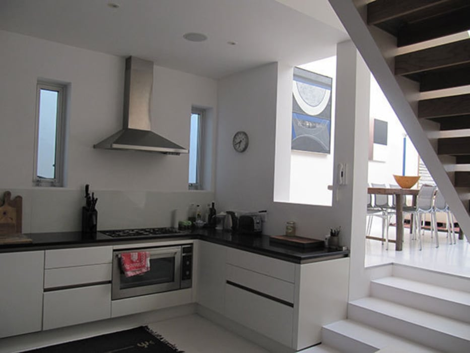 The kitchen Modern kitchen by 4D Studio Architects and Interior Designers Modern