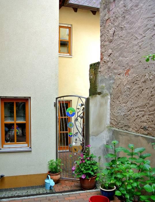 Stainless Steel Garden Gates by Edelstahl Atelier Crouse - individuelle Gartentore Сучасний