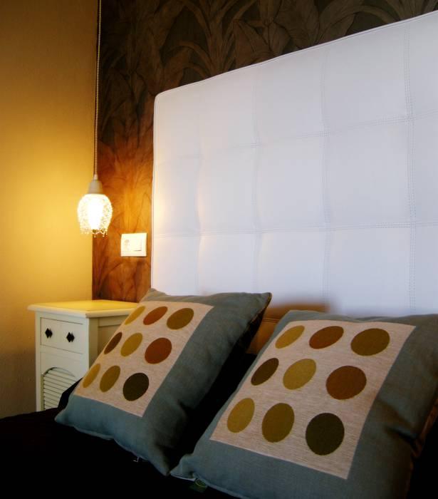 Detalle dormitorio: Dormitorios de estilo colonial de Paco Escrivá Muebles
