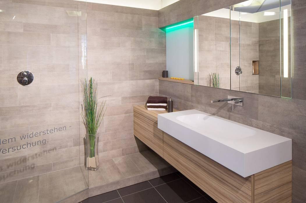 Waschplatz Mineralwerkstoff:  Badezimmer von Klocke Möbelwerkstätte GmbH