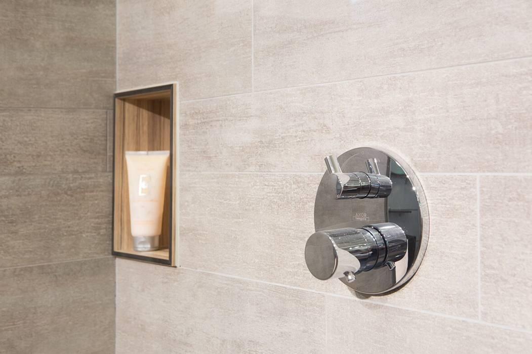 Nischenregal in Dusche: moderne Badezimmer von Klocke Möbelwerkstätte GmbH