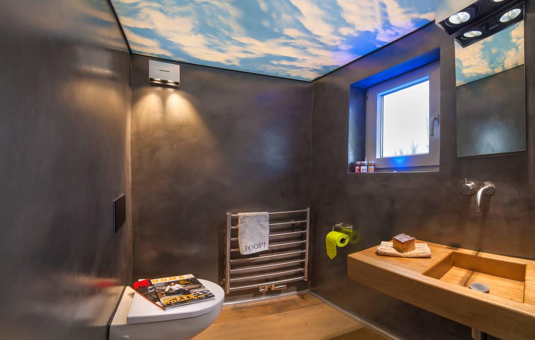 Baddesign für die Sinne aus Naturstein mit Lichtdesign der extraklasse Led RGB :  Badezimmer von Design by Torsten Müller