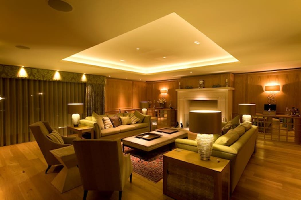 The Sitting Room:  Living room by Brilliant Lighting