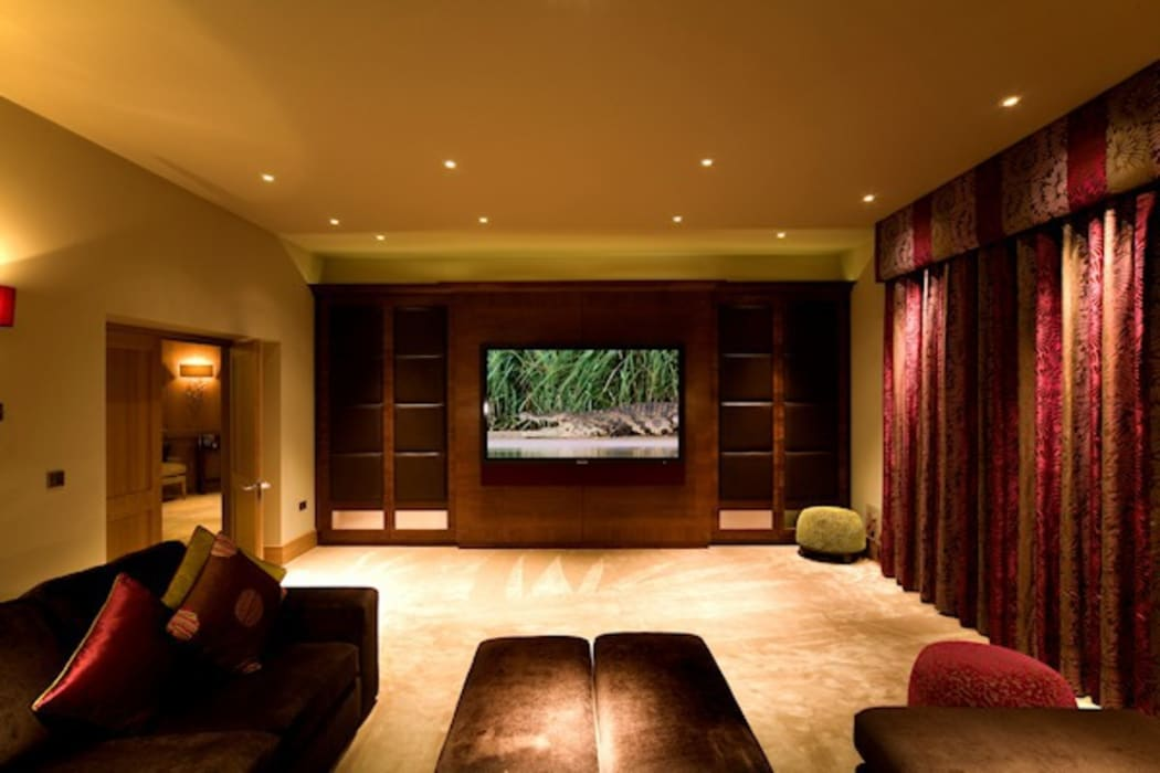 The TV Lounge:  Media room by Brilliant Lighting