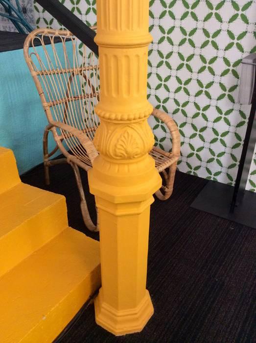 Columna de forja pintada Anticuable.com Pasillos, vestíbulos y escaleras de estilo ecléctico