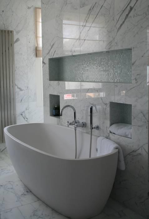 Italian Marble Bathroom:  Bathroom by Amarestone