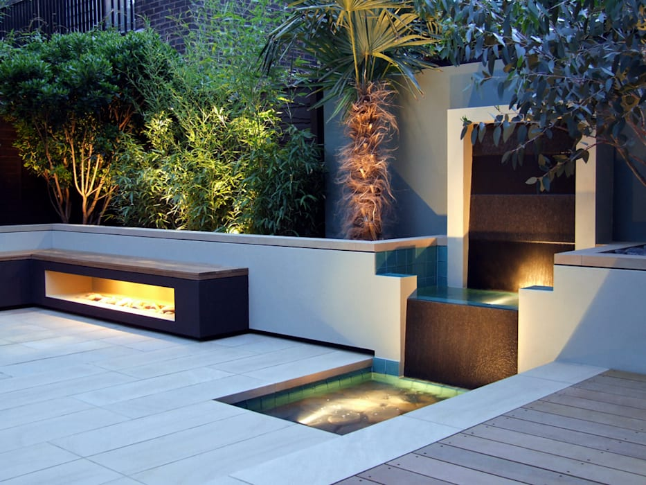 Water feature, bench and Palm tree with lighting :  Garden by MyLandscapes Garden Design