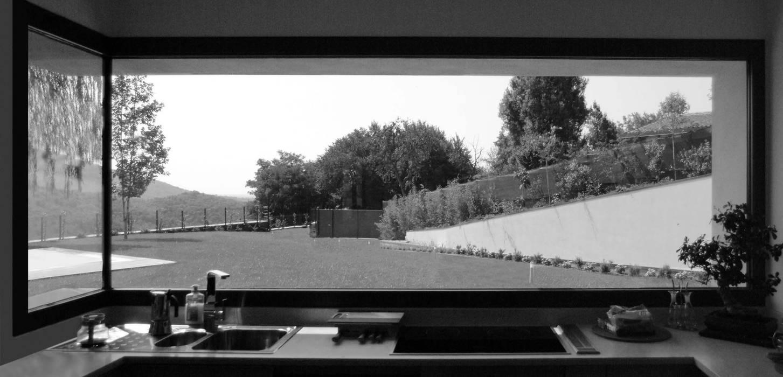 Collettore solare diretto esposto a sud Finestre & Porte in stile moderno di boschi + serboli architetti associati Moderno