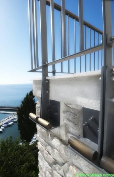 casa dentro le mura Case in stile mediterraneo di laboratorio di architettura - gianfranco mangiarotti Mediterraneo