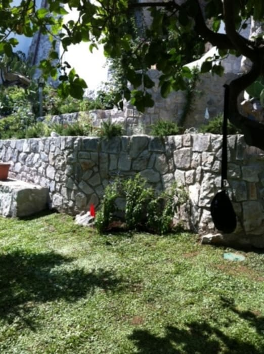casa dentro le mura: Giardino in stile in stile Mediterraneo di laboratorio di architettura - gianfranco mangiarotti