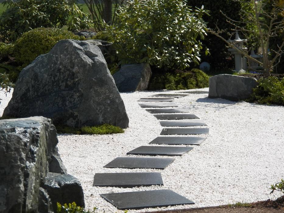 Von den Neunzigern in ein kontemplatives Gartenerleben 2015 - Privatgarten im ZEN - Stil Kokeniwa Japanische Gartengestaltung Asiatischer Garten