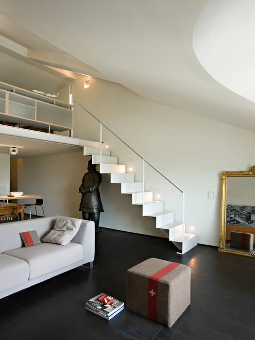 Scala e soppalco realizzati da NIVA-line: Ingresso & Corridoio in stile  di Ni.va. Srl