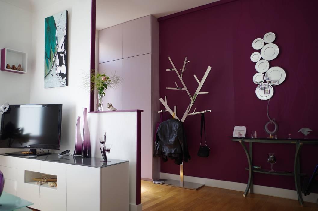 L'entrée.: Couloir et hall d'entrée de style  par Christèle BRIER Architechniques