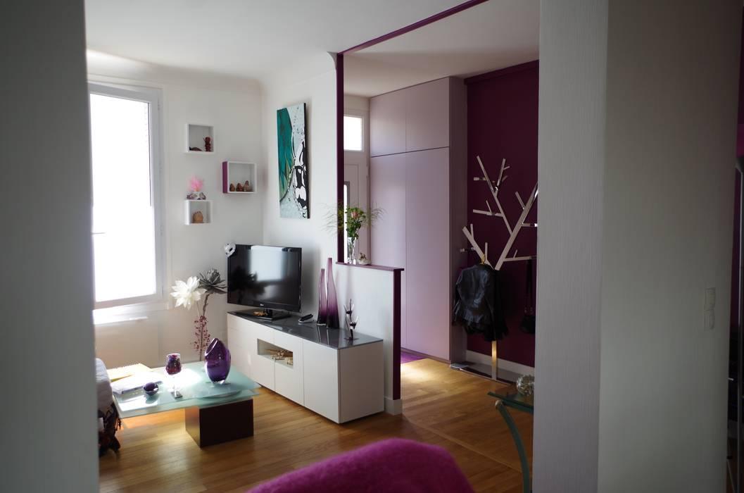 Le salon: Salon de style  par Christèle BRIER Architechniques