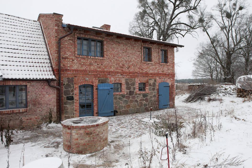 Hofansicht Rustikaler Garten von Gabriele Riesner Architektin Rustikal
