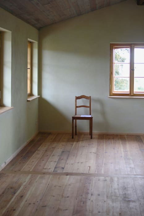 Schlafzimmer II im Obergeschoss:  Schlafzimmer von Gabriele Riesner Architektin
