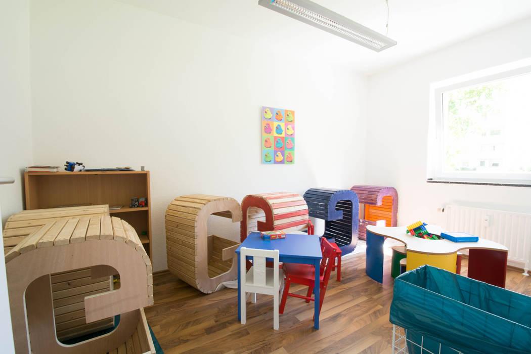 Kinderzimmer vorher Moderne Kinderzimmer von Luna Homestaging Modern