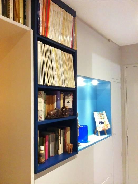 Création de rangements sur mesure dans une entrée: Couloir et hall d'entrée de style  par HOME feeling