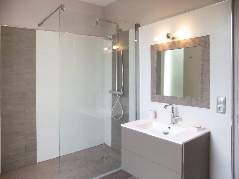 Salle d'eau Maisons modernes par HOME feeling Moderne