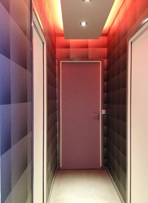 Couloir Couloir, entrée, escaliers modernes par HOME feeling Moderne