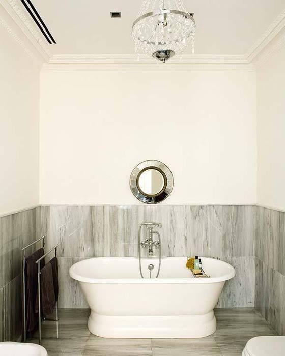 squeeky clean: Casas de estilo clásico de nikohl cadeau interiors