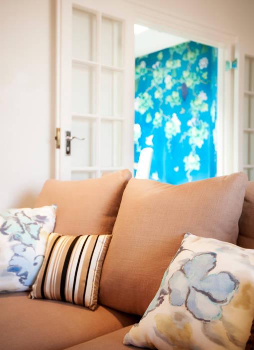 Kensington residence:  Living room by Matteo Bianchi Studio
