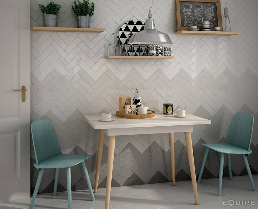 Country Anthracite, Graphite, Grey Pearl, Gris Claro, Blanco 6,5x20: Cocinas de estilo  de Equipe Ceramicas