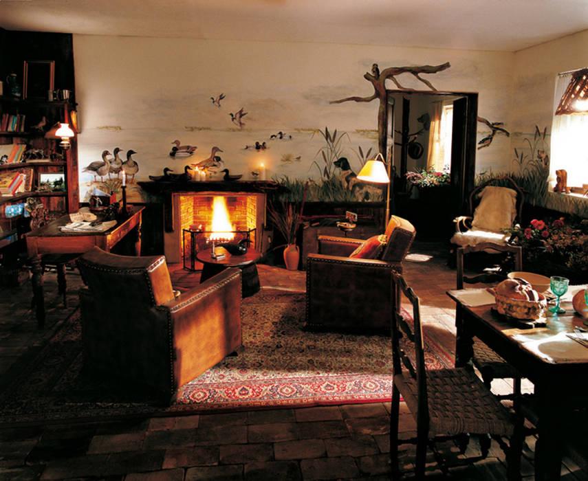 Trompe l'oeil taverna Soggiorno in stile rustico di INTERNO78.IT - DECORAZIONI D'INTERNI Rustico