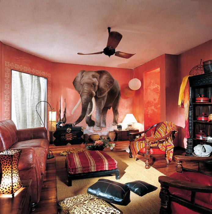 Trompe l'oeil elefante: Soggiorno in stile in stile Coloniale di INTERNO78.IT - DECORAZIONI D'INTERNI